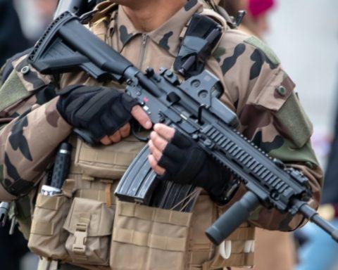 Legionnaire holding an HK-416 rifle